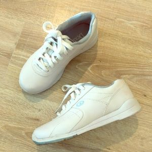 WHITE SNEAKERS LIKE NEW